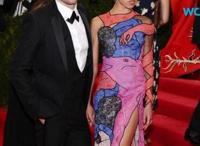 News video: Robert Pattinson & FKA Twigs Match 'N' Contrast at the 2015 Met Gala
